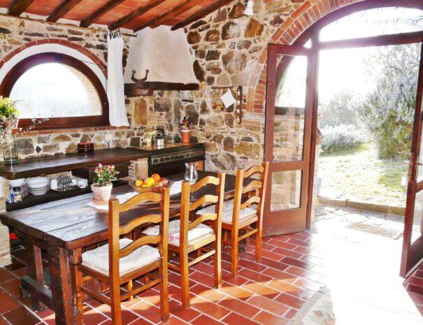 Tinaia dining table & kitchen