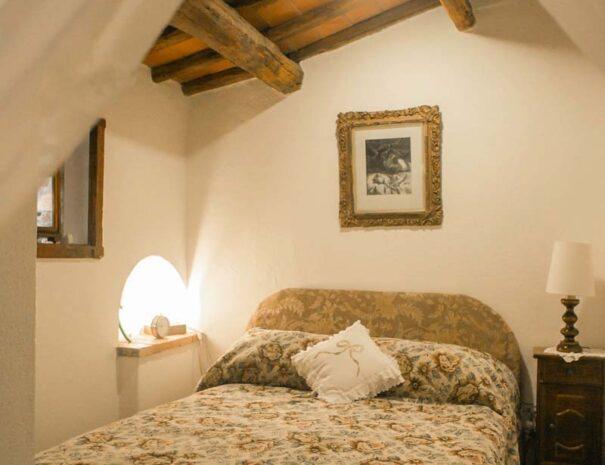 bedroom (J)